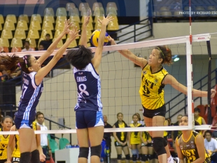 Ennajie Laure sends the game to a 5th set with this spike